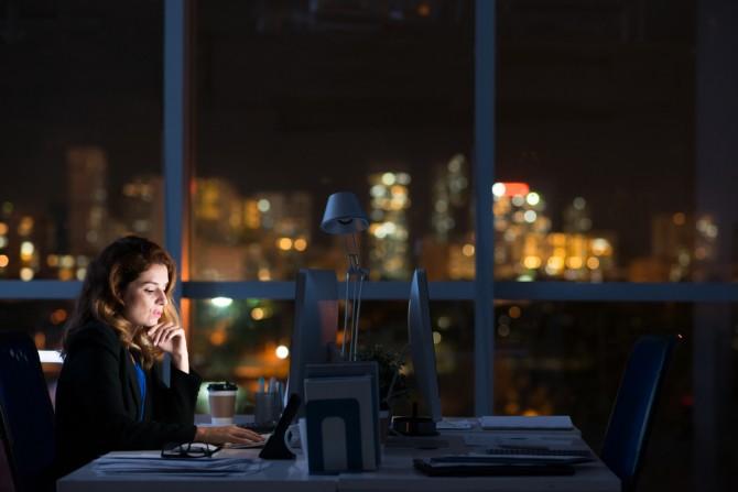 Trabajar por la noche puede acelerar la menopausia