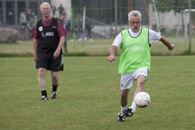 Aficionarse A Jugar Futbol A Los Setenta Anos Es Bueno Para La Salud