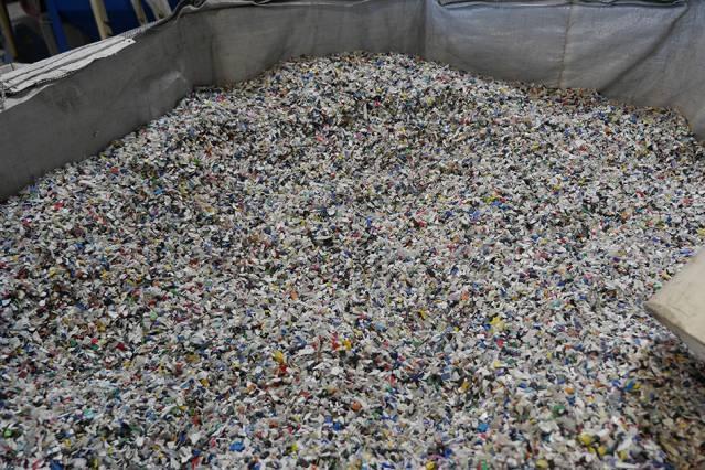 Reconvertir plástico en petróleo de manera rentable