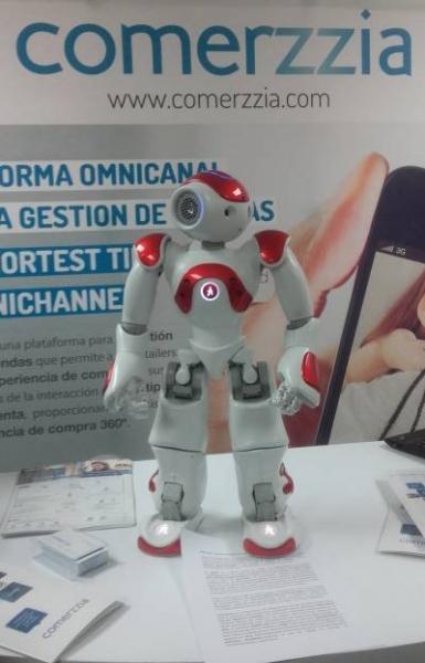 Mercurio un robot que reconoce, ayuda y atiende al cliente  Img_35724