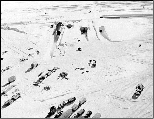 La entrada nordeste a la base Camp Century durante la construcción en 1959. (Foto: U.S. Army)